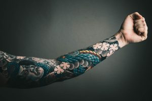How to sleep with a new tattoo Guide (9 Tips & Tricks)